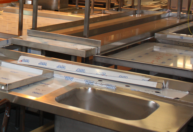 Fabrication tabling and sinks