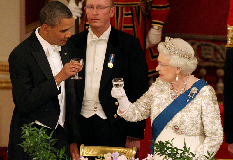 LONDON, ENGLAND - MAY 24:  U.S. President Barack Obama and Queen Elizabeth II during a State Banquet in Buckingham Palace on May 24, 2011 in London, England. The 44th President of the United States, Barack Obama, and his wife Michelle are in the UK for a two day State Visit at the invitation of HM Queen Elizabeth II. During the trip they will attend a state banquet at Buckingham Palace and the President will address both houses of parliament at Westminster Hall. (Photo by Lewis Whyld - WPA Pool/Getty Images)