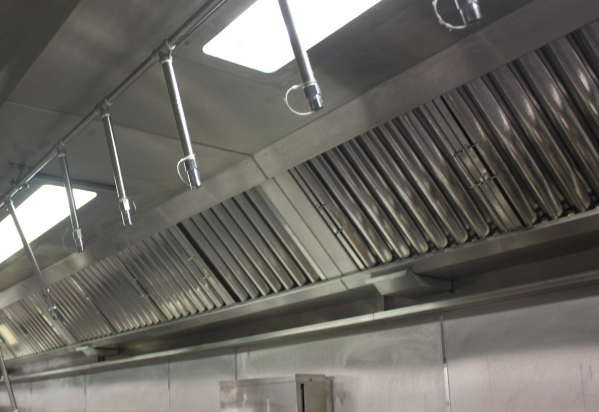 Kitchen extraction canopy